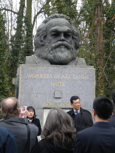 Highgate Cemetry, Karl Marx monument